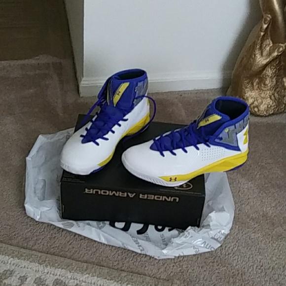 Men's shoes. Underarmor. Tennis shoes
